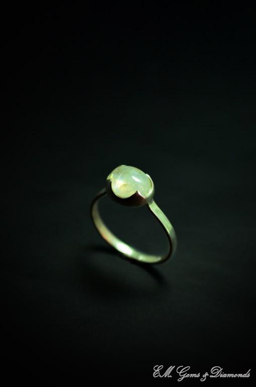 Ασημένιο Δαχτυλίδι με Φεγγαρόπετρα